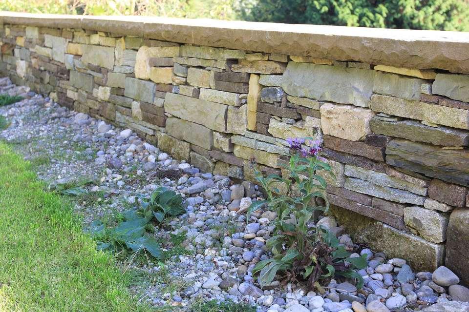 Mauern und treppen kobel gartengestaltung - Garten strukturieren ...
